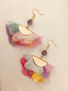 Multicolor Fabric Flowers and gold Filled Earrings Handmade item Lenght: Centimeters Material: Gold Filled, Amethyst and Fabric Diy Fabric Jewellery, Fabric Earrings, Textile Jewelry, Beaded Jewelry, Handmade Headbands, Earrings Handmade, Cute Jewelry, Jewelry Crafts, Paperclay