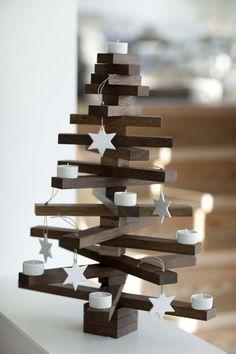 Árboles de Navidad low cost con madera  #hogar #hogardiez #Navidad #lowcost #árboles #árbol #christmas #diy #decoración #deco #home #madera   www.hogardiez.com
