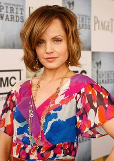 Mena Suvari - short hair