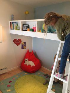 Bilderesultat for smarte løsninger barnerom Kids Rugs, Home Decor, Decoration Home, Kid Friendly Rugs, Room Decor, Home Interior Design, Home Decoration, Nursery Rugs, Interior Design
