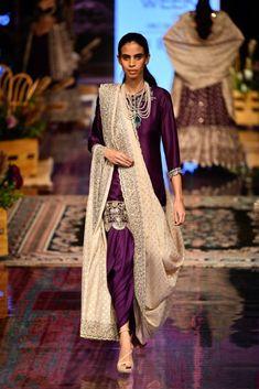 New Jayanti Reddy 2019 Lakme Fashion Week Collection - Lakme Fashion Week, India Fashion, Fashion 2020, Indian Dresses, Indian Outfits, Pakistani Outfits, Khada Dupatta, Jayanti Reddy, Bridal Lehenga Collection