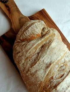 Koldthævet durumbrød Bread Recipes, Real Food Recipes, Snack Recipes, Dessert Recipes, Cooking Recipes, Snacks, Desserts, Danish Food, Vegan Bread