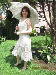 Vestido lindíssimo de crochê!! Romântico!!  Faça a diferença, use algo que foi feito especialmente para você!  Cor bege! Chanel