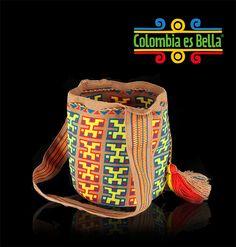 ¡Un regalo perfecto! Encuentra en Colombia es bella estas mochilas de colores elaboradas en hilo de algodón. Trabajadas totalmente a mano por los indígenas Wayuu. http://www.elretirobogota.com/esp/?dt_portfolio=colombia-es-bella