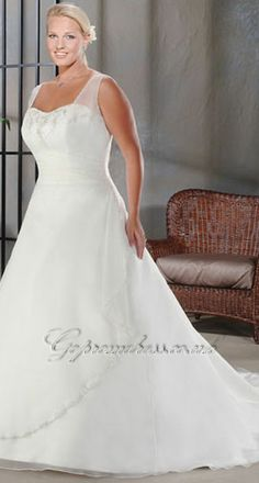 plus size wedding dress 2013. I think this is so pretty!!