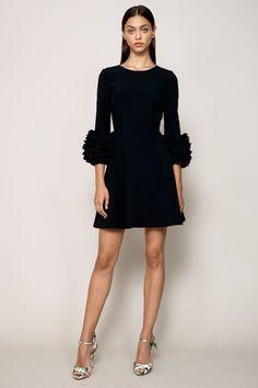 The complete Badgley Mischka Resort 2018 fashion show now on Vogue Runway. Fashion In, Fashion 2018, Fashion Week, Runway Fashion, Fashion Dresses, Fashion Design, Petite Fashion, Curvy Fashion, Fashion Bloggers