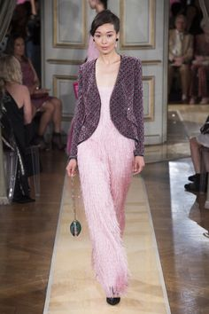 The complete Armani Privé Fall 2018 Couture fashion show now on Vogue Runway. Armani Prive, Couture Fashion, Runway Fashion, Fashion Show, Fashion Design, Fashion Brands, Fashion Outfits, Donatella Versace, Catwalk Collection