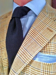 Yellow and blue plaid jacket, blue shirt, navy knit tie delightful summer outfit! Sharp Dressed Man, Well Dressed Men, Terno Slim, Classic Men, Classic Style, Looks Style, My Style, La Mode Masculine, Plaid Jacket