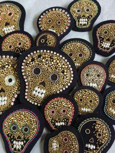 Skull Brooches  embroidery 2013 ©Azumi Sakata