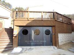 단독주택 인테리어[옐로플라스틱/yellowplastic/옐로우플라스틱] : 네이버 블로그 Garage Doors, Outdoor Decor, Home Decor, Decoration Home, Room Decor, Home Interior Design, Carriage Doors, Home Decoration, Interior Design