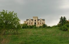 Castle on the countryside of Hungary for sale. Hungary, Countryside, Castle, Real Estate, Mansions, House Styles, Countries, Unique, Home Decor