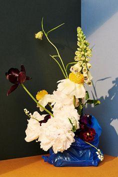 艺术与时尚的碰撞!摄影师 Victoria Zschommler 将插花与塑料袋相结合!