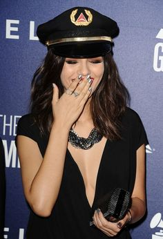 Victoria Justice's silver nails