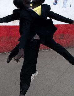 Viviane Sassen's Parallel Universe of Mirrors, Shadows and Dreams Artistic Photography, Fashion Photography, Viviane Sassen, Female Photographers, Contemporary Photographers, S Pic, Photojournalism, Black Men, Editorial Fashion
