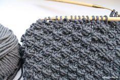 Knitting loop scarf yourself: This DIY idea for the friend is just awesome! : Knitting Loop Scarf for the Friend: Easy DIY Guide Knitting Blogs, Knitting For Beginners, Easy Knitting, Loom Knitting, Knitting Stiches, Mens Knitted Scarf, Knitted Headband, Knitted Hats, Scarf Knit