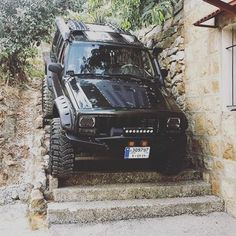 Bassel parks wherever he wants Because XJ. Modificaciones Jeep Xj, Jeep Xj Mods, Jeep Truck, Jeep Cherokee Sport, Jeep Grand Cherokee, Pajero Off Road, Badass Jeep, Cool Jeeps, Jeep Wrangler Unlimited