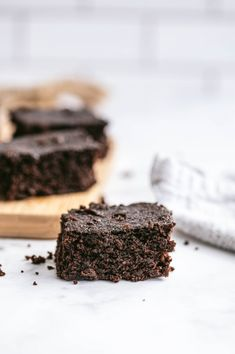 Looking for a Healthy Brownie Recipe? Look no further - these Healthy Brownies are so freaking delicious, dairy-free, gluten-free, grain free, and the best part? They are not even a treat swap on the 21 Day Fix and only 5 points on WW, no matter the plan!Perfect for a date night treat, Valentines Day at home, dessert for a new mom, or just a healthy chocolate option for your sweet tooth. Healthy Brownies, Healthy Treats, Healthy Desserts, Delicious Desserts, Yummy Food, Yummy Recipes, Tasty, Healthy Recipes, Chocolate Chia Pudding