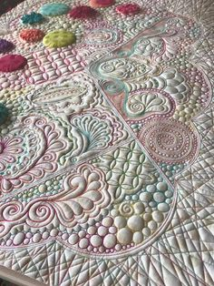 Sewing Quilts Karen's Quilts, Crows and Cardinals: Watch it Live! A Quilter's Doodles Quilting Stencils, Longarm Quilting, Free Motion Quilting, Quilting Projects, Quilting Ideas, Modern Quilting, Quilting Stitch Patterns, Machine Quilting Patterns, Quilt Stitching