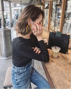 Pin by Janelle Ventura on Inspirational Designers An / Olv .- Pin von Janelle Ventura auf Inspirational Designers An / Olv im Jahr 2019 Curly Hair Styles, Short Curly Hair, Medium Hair Styles, Short Styles, Korean Perm Short Hair, Trending Hairstyles, Mode Inspiration, Hair Inspo, Hair Trends