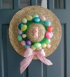 Outdoor Easter Decorations ideas which are colorful and egg-stra special - Hike n Dip Easter Outdoor decorations are the best way to bring in the Spring and Easter vibe in your home .Check out Outdoor Easter Decorations Ideas for Easter Party. Hat Decoration, Diy Easter Decorations, Outdoor Decorations, Easter Wreaths Diy, Easy Easter Crafts, Outdoor Crafts, Spring Wreaths, Ostern Party, Diy Ostern