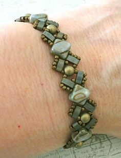 Linda's Crafty Inspirations: Bracelet of the Day: Lucy Bracelet - Lazure Blue