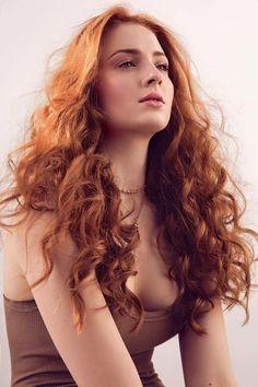 Hermoso cobrizo de Sophie Turner