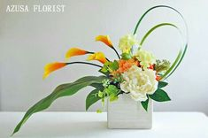 Summer color is vitamin color. Both orange and yellow make you feel bright. The high-quality artificial flower art arrangement utilizing the line is a recommended design for the entrance and the inter Contemporary Flower Arrangements, Tropical Floral Arrangements, Unique Flower Arrangements, Ikebana Flower Arrangement, Ikebana Arrangements, Artificial Flower Arrangements, Unique Flowers, Floral Centerpieces, Artificial Flowers