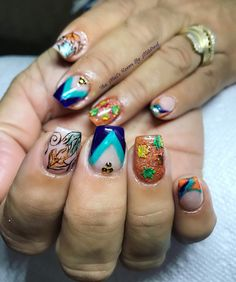 Autumn nails #uñas #uñasacrilicas #uñasdecoradas #nails #acrylicnails #handpaintednailart #nailitdaily #notpolish #vetrogel #coffinnails #shortnails #prettynails #autumnnails #notpolish #leaves #nailsmagazine #nailprodigy #nailpro #nailpromote #greennails #purplenails #orangenails #pretty #dainty #crystals #glitternails