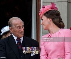 Prince Philip, Duke of Edinburgh and Catherine, Duchess of Cambridge on the balcony at Buckinghgam Palace during the annual Trooping The Colour parade on June 2017 in London, England. (Photo by Mark Cuthbert/UK Press via Getty Images) Duchess Kate, Duke And Duchess, Duchess Of Cambridge, Princess Eugenie, Princess Anne, Princess Charlotte, Kensington Palace Instagram, Lady Sarah Chatto, Prinz Philip