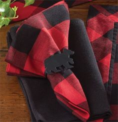 Lumberjack style, Buffalo Check Cloth Napkin from Park Designs measures 18 square. Shown with black bear napkin ring and black casual classics woven cloth napki Woodland Christmas, Plaid Christmas, Christmas Ideas, Cabin Christmas, Christmas Decorations, Grinch Christmas, Christmas Scenes, Christmas Villages, Christmas 2017