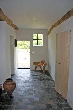 Kempische Bouwmaterialen - Terracotta tegels Nordic Interior, Interior And Exterior, Hall Colour, Kitchen Renovation Inspiration, House Makeovers, Spanish House, Interior Decorating, Interior Design, Stone Flooring