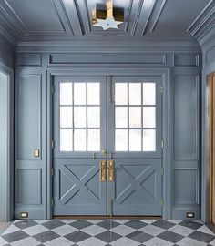 FOYER CHECKERBOARD FLOOR Entryway with checkered floor and unique double dutch doorway with blue painted woodwork and moldings. Door Design, House Design, Entrance Design, Entrance Gates, Home Luxury, Decoration Entree, Checkered Floors, Elements Of Style, Design Elements