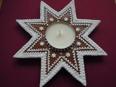 perníkový svícen Biscotti, Advent, Gingerbread, Pottery, Joy, Crafty, Christmas Ornaments, Holiday Decor, Christmas Biscuits