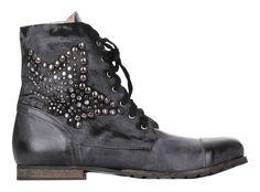 Amust - Footwear