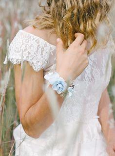 Bracelet fleuri Elsa #englishgardencollection #braceletfleuri #hiver #lareinedesneiges #wedding #bohochic #elsa