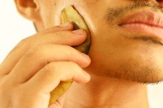 How to treat acne with banana peels in 5 steps.