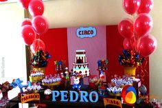 Decoração de Circo do Pedro.   Créditos: Balão Cultura  www.boxbalao.com Circus Vintage, Birthday Cake, Retro, Kids Part, Stuff Stuff, Ideas, Parties, Culture, Birthday Cakes
