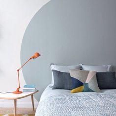 Interior design and apartment inspiration Gray Bedroom, Trendy Bedroom, Home Bedroom, Bedroom Decor, Design Bedroom, Bedrooms, Painted Headboard, Grey Headboard, Retro Bed