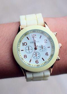 Kup mój przedmiot na #Vinted http://www.vinted.pl/kobiety/bizuteria/9672354-kremowy-sylikonowy-zegarek-nowy-geneva