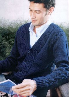 ●●FREE PATTERN●● Mens Knitted Cardigan, Knit Cardigan Pattern, Men Sweater, Men Cardigan, Outfits Casual, Mode Outfits, Knit Art, Pulls, Mens Fashion