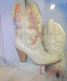 Cowboy boots are not just for tough men. They are also totally hip for tough women. Cowboy boots have in different colors, designs and prints. Key features in these boots are the heel and pointed nose. The point varies by model cowboy boot, at a point which is sharper and longer and the other which is more rounded and smaller. http://www.youtube.com/user/classicwesternhouse
