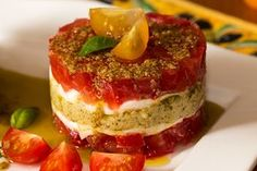 tartare de tomates Gourmet Recipes, Vegetarian Recipes, Cooking Recipes, Timbale Recipe, Chefs, Tapas, Pesto, Healthy Food Alternatives, Eat This