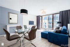 EVOLUXURY - BLUE ELEGANCE - Średni salon z jadalnią, styl minimalistyczny - zdjęcie od EVOLUXURY DESIGN modern living room | apartment | design | inspiration | blue | luxury | minimalism