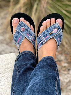 Denim Blue Jean Flip Flop Thong Sandal ~ Shades of Pink Swarovski Crystals & Embroidery Artisanats Denim, Denim Purse, Green With Blue, Go Green, Blue Jeans, Crystal Embroidery, Denim Sandals, Denim Crafts, Recycle Jeans
