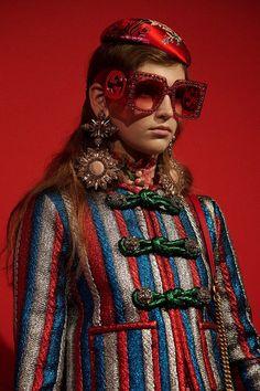 Gucci at Milan Fashion Week Spring 2017 - Backstage Runway Photos Gucci Fashion, Couture Fashion, Runway Fashion, Womens Fashion, Fashion Trends, Milan Fashion, Alessandro Gucci, Alessandro Michele, Guccio Gucci