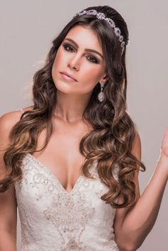 Acessorios_WhiteDress (4) Hairdo Wedding, Wedding Hair And Makeup, Wedding Beauty, Wedding Hair Accessories, Bridal Hair, Prom Hairstyles For Short Hair, Party Hairstyles, Bride Hairstyles, Headband Hairstyles