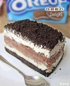 Oreo delight with chocolate pudding, a great dessert. For all Oreo lovers, it is so fluffy and delicious. Yet another delicious way to Eat Your Oreo. Oreo Desserts, Chocolate Desserts, Easy Desserts, Dessert Recipes, Homemade Chocolate, Chocolate Lasagna, Oreo Lasagna, Cake Chocolate, Delicious Chocolate