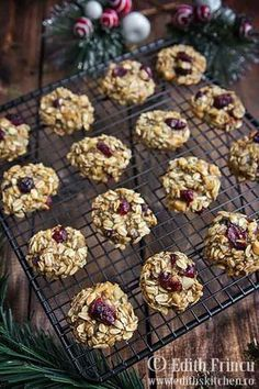 Oats and banana cranberry cookies. Sweets Recipes, Baby Food Recipes, Low Carb Recipes, Cooking Recipes, Healthy Recipes, Romanian Desserts, Romanian Food, Cranberry Cookies, Good Food