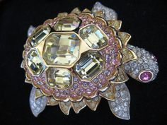 SWAROVSKI SWAN SIGNED CRYSTAL EXOTIC TURTLE PIN BROOCH RETIRED NEW RARE