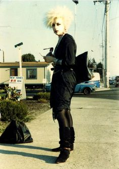 A lovely blonde #goth woman; her leg warmers are awesome.